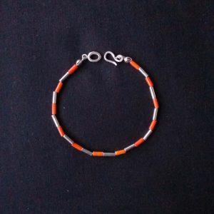 Pulsera tubos de plata y coralina naranja