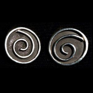 Aretes de plata espiral fondo quemado