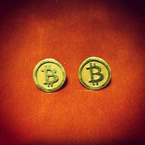 Aretes de oro Bitcoin