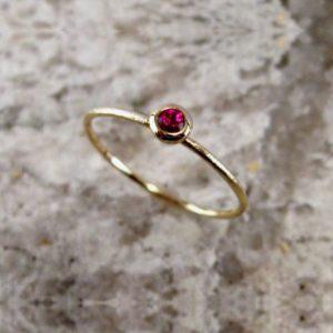 Aro redondo de Oro con rubí